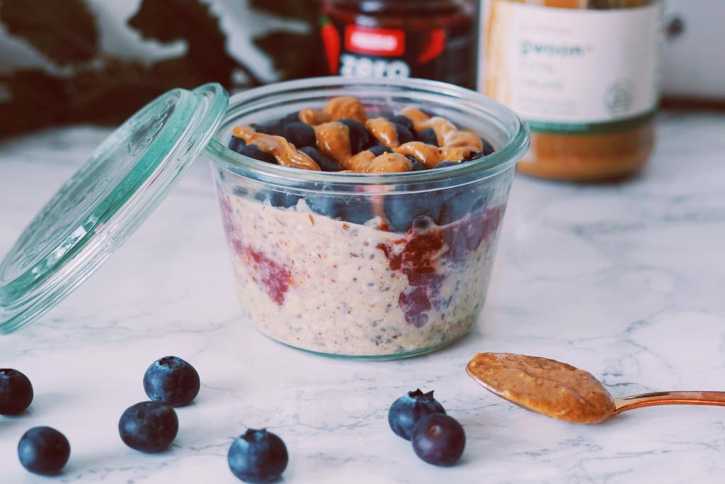 Peanutbutter Jelly overnight oats gezond ontbijt fitnesswithasmile