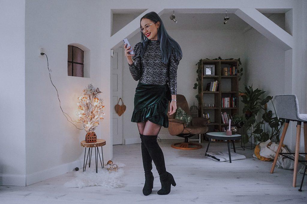 Christmas & New Year's Eve outfit met glitter lange mouw top en groen velvet rokje