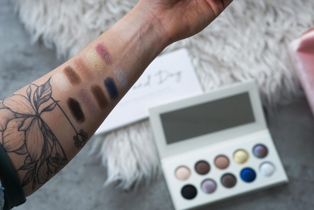 Swatches Revolution Pro Eyeshadow palette op arm