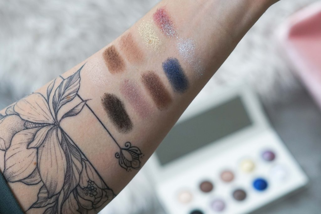 Swatches Revolution Pro Eyeshadow op arm