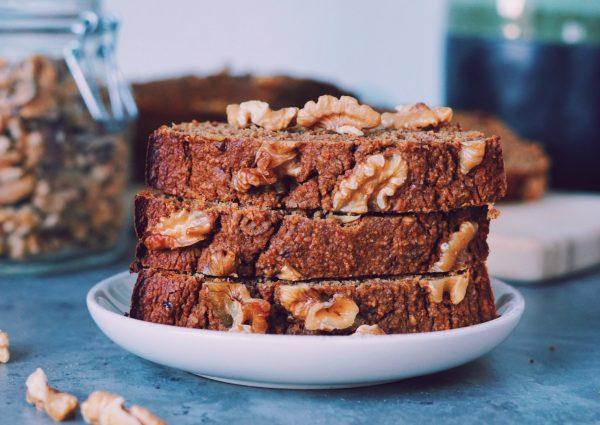 Healthy carrotcake plakken op schaaltje